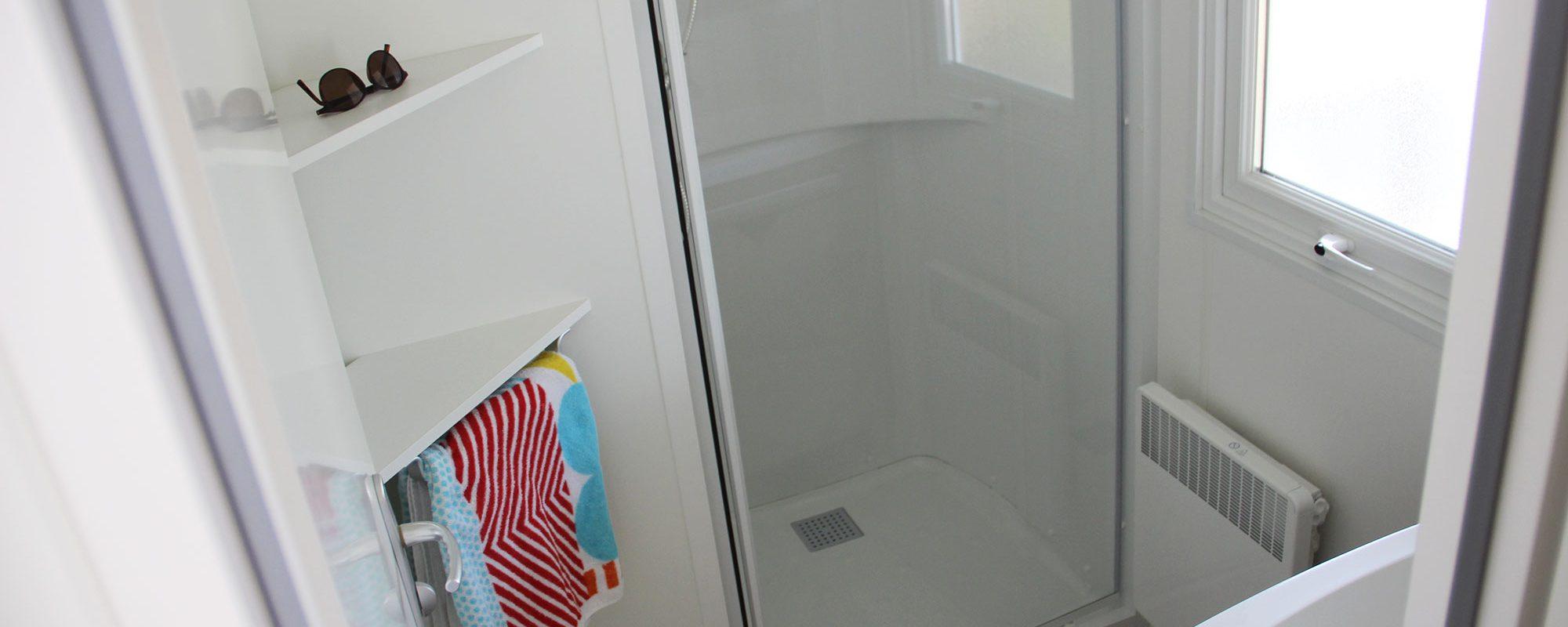 salle de bain du mobilhome cordelia en vente camping à proximité de Guérande