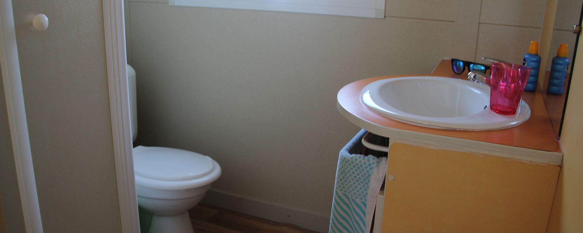Location de mobil-home nemo à Guérande : salle d'eau